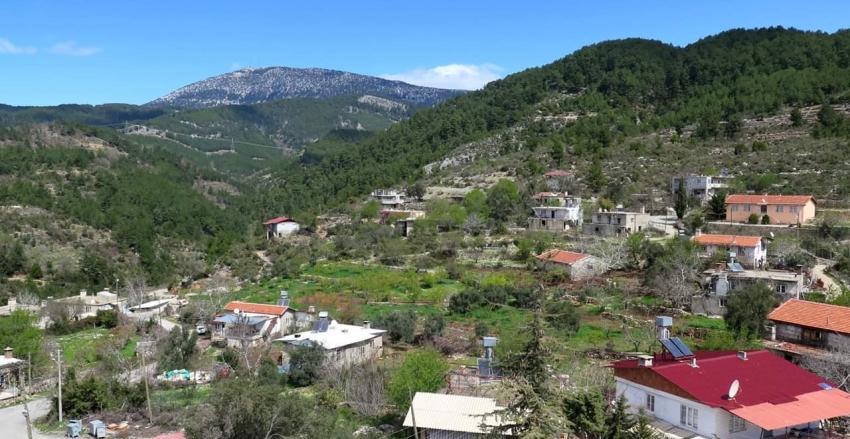 Ahmetler Panorama: Torosların yamacında, Güğlen Dağı eteklerinde bir Akdeniz köyü
